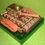 Идеи сладкого подарка на 23 февраля — танк, самолет и мотоцикл из конфет